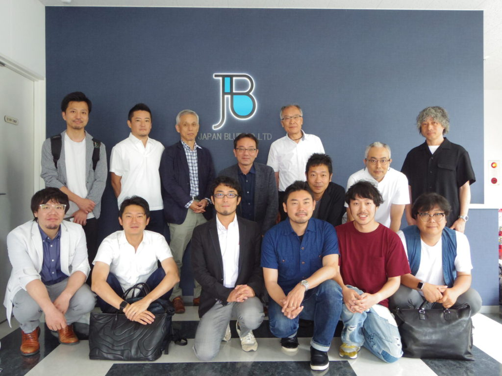 日本手袋工業組合青年部様の会社見学を受けました。