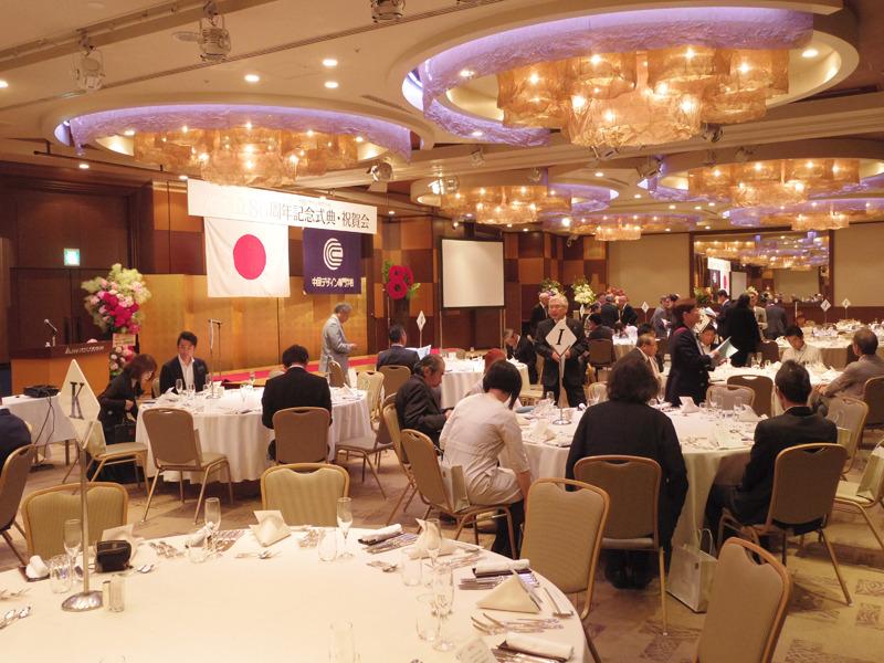 中国デザイン専門学校創立80周年記念式典で祝辞を披露しました。