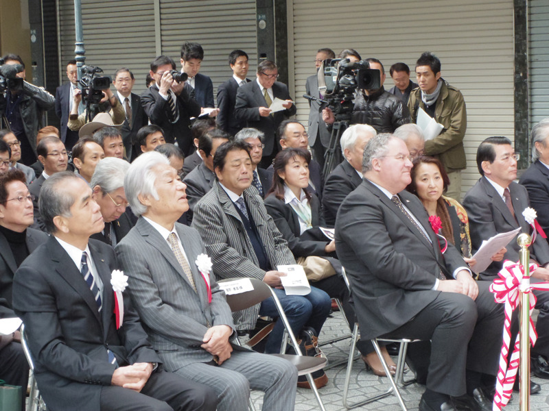 岡山表町商店街で開催された「第1回オランダおイネ花まつり」に代表取締役社長・眞鍋寿男が出席しました。